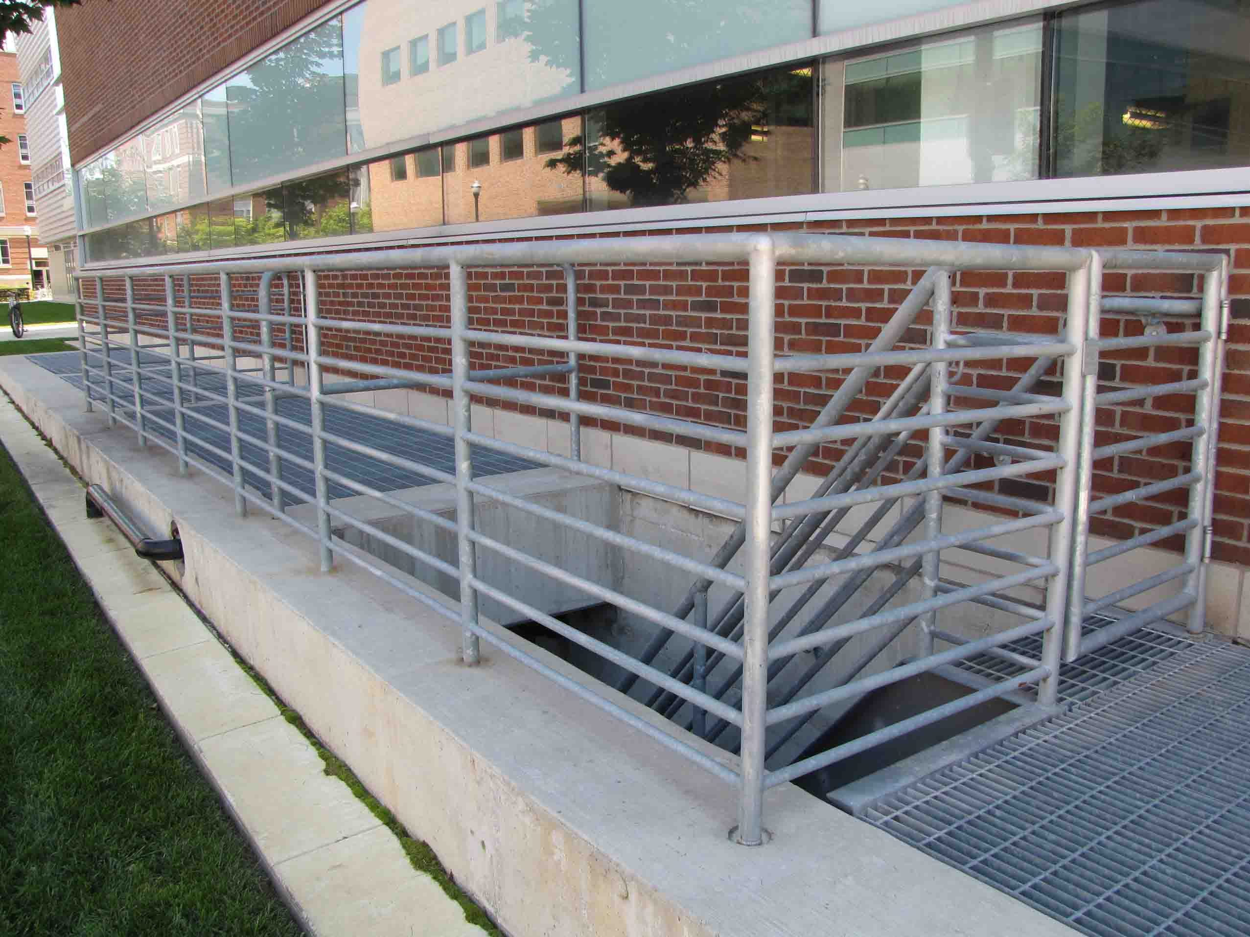 Mechanical engineering building at the ohio state for Exterior railings